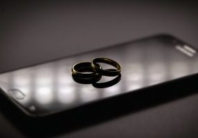 Golden,Wedding,Rings,On,A,Mobile,Phone.,Concept,Of,Infidelity