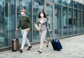 shutterstock_travelers walking